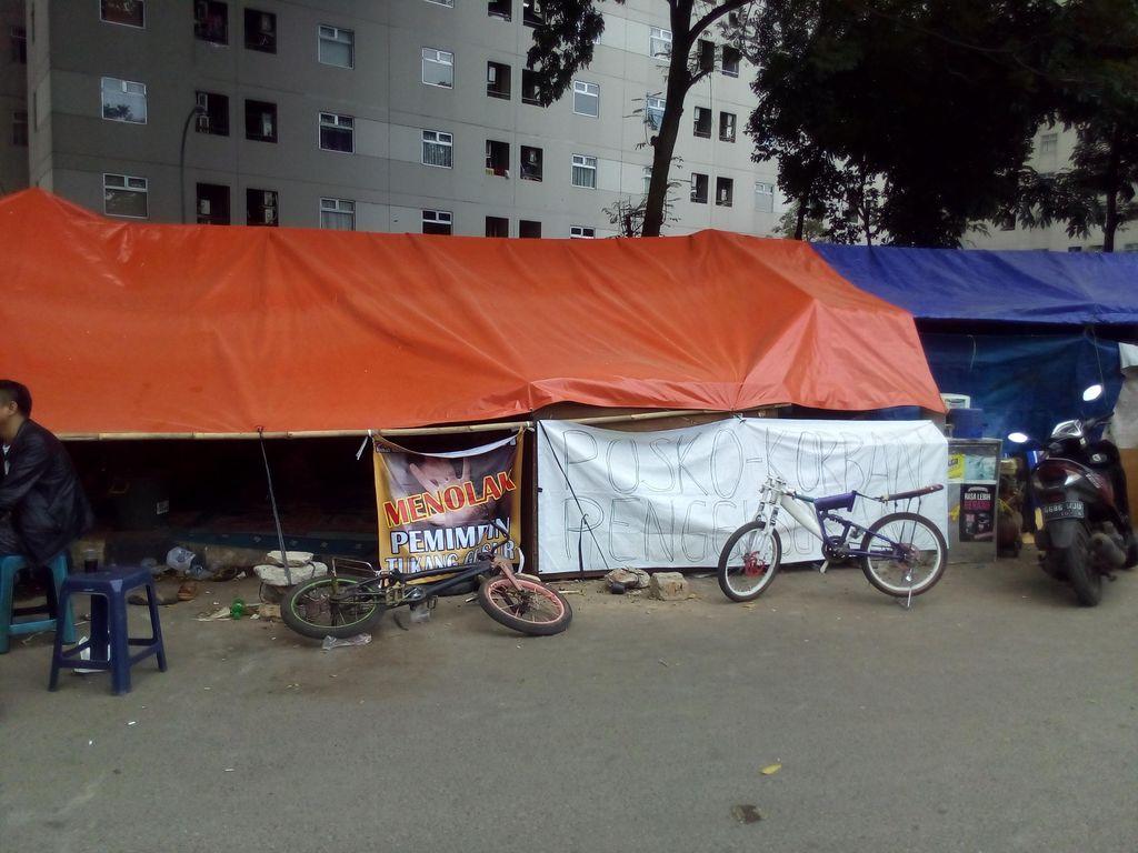 Menengok Perayaan Idul Adha di Tenda-tenda Warga Rawajati