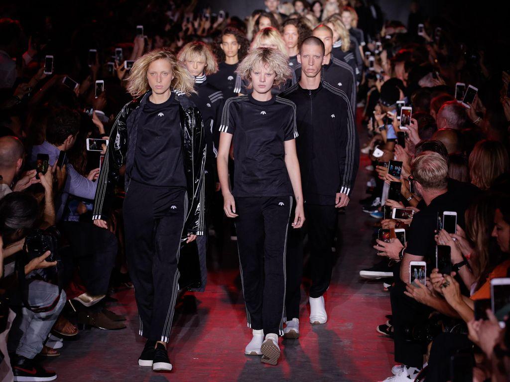 Alexander Wang Rilis Kolaborasi dengan Adidas di New York Fashion Week