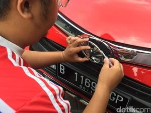 Mengganti Logo Garuda di Calya dengan Logo Toyota