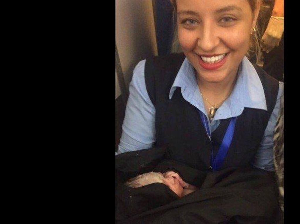 Lahir di Pesawat, Bayi di Libya Dihadiahi Terbang Gratis Seumur Hidup