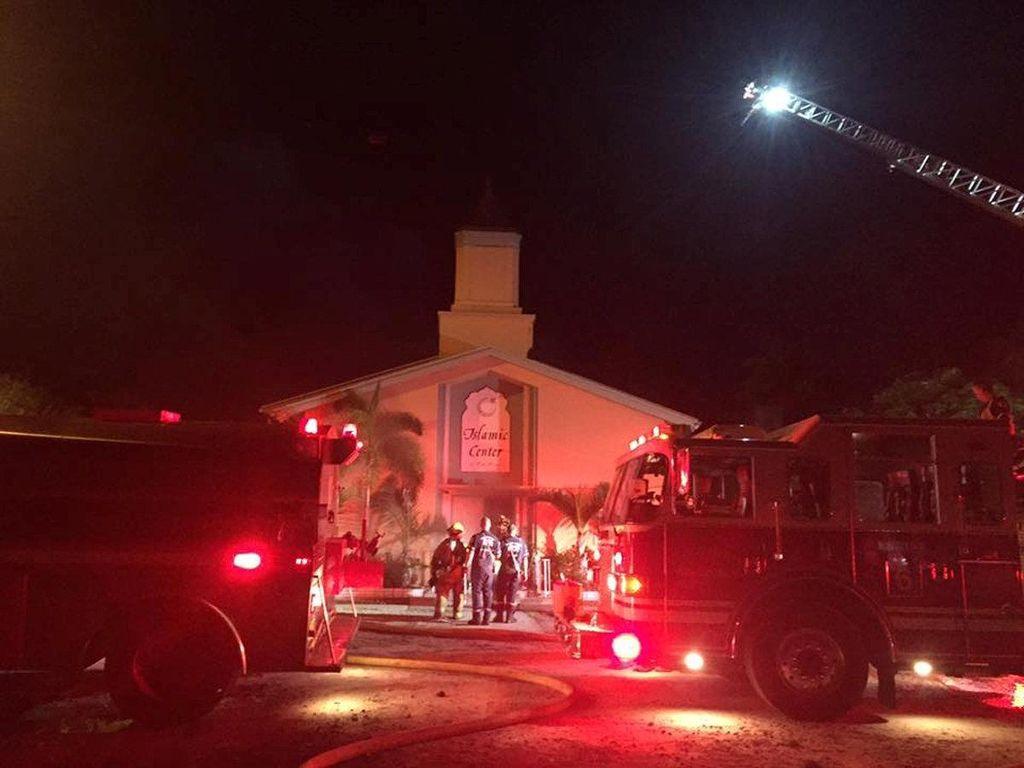 Islamic Center di Florida Dibakar