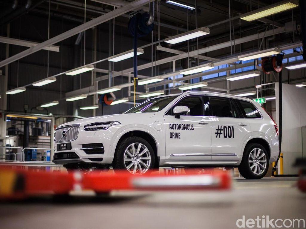 Asyik, Volvo Mulai Kirim Mobil Otonom