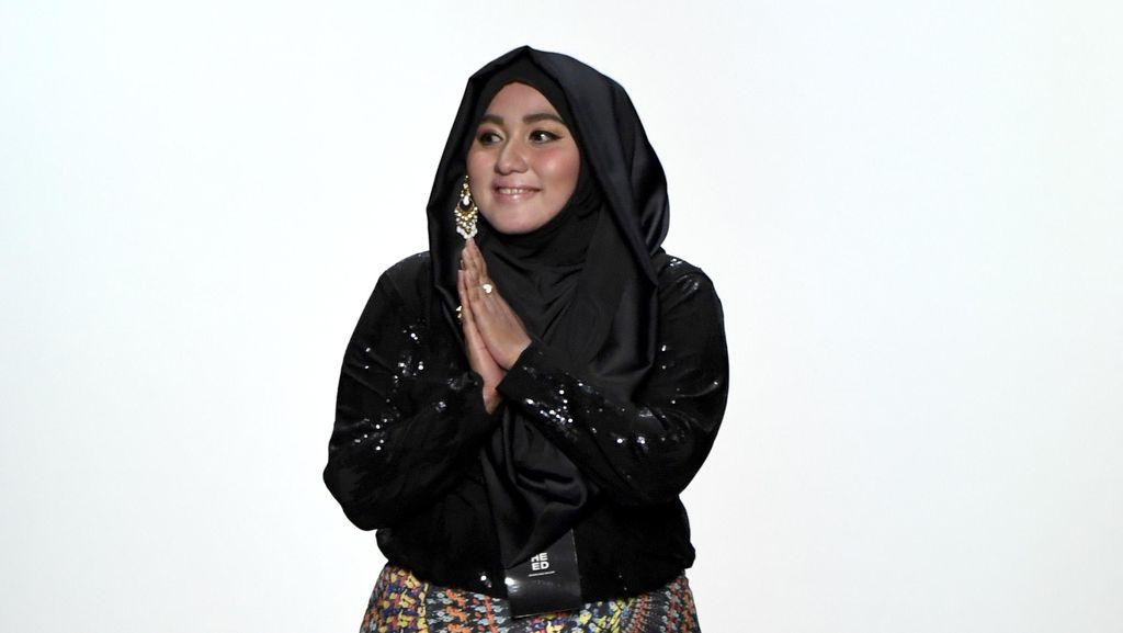 Anniesa Hasibuan Pasarkan Koleksi Busana di Debenhams dan Metro Dept. Store