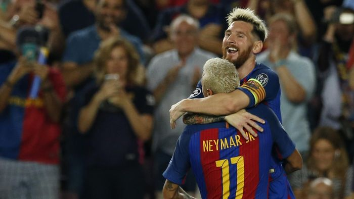 Football Soccer - FC Barcelona v Celtic - UEFA Champions League Group Stage - Group C - The Nou Camp, Barcelona, Spain - 13/9/16 Barcelonas Lionel Messi celebrates scoring their second goal with Neymar  Reuters / Albert Gea Livepic EDITORIAL USE ONLY.