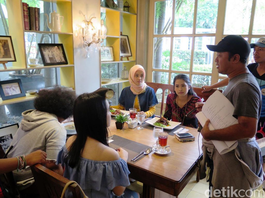 Yuk, Intip Proses Syuting Film Trinity, The Nekad Traveler di Filipina!