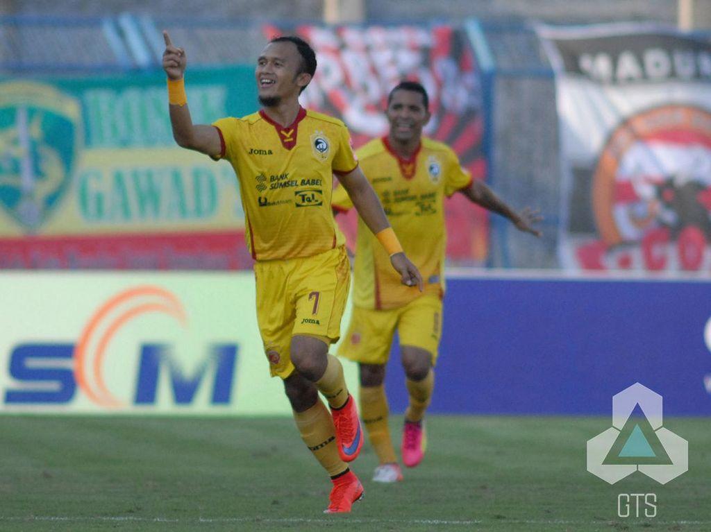 Airlangga Sucipto Hat-trick, Sriwijaya FC Hantam Madura United 5-2
