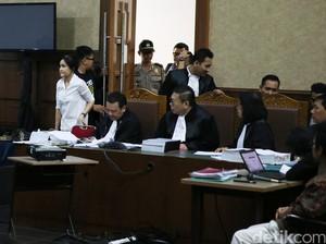 Hakim Binsar Tanya Soal Rencana Racuni Mirna, Saksi Ahli Tak Bisa Jawab