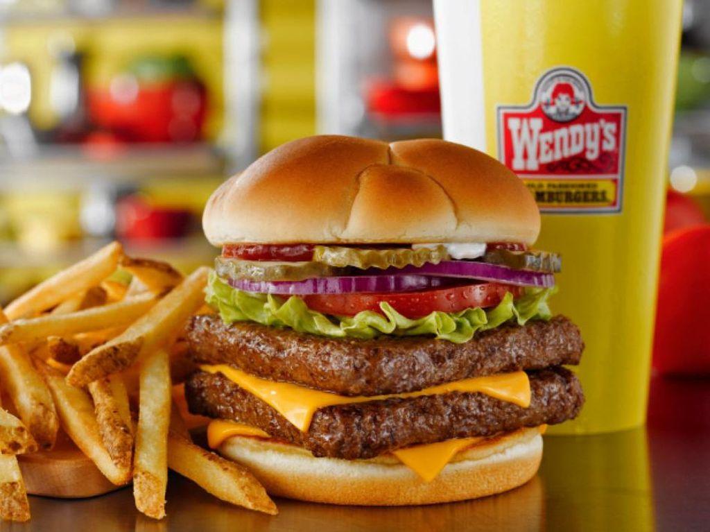 Ini Alasannya Daging Burger Wendys Berbentuk Kotak