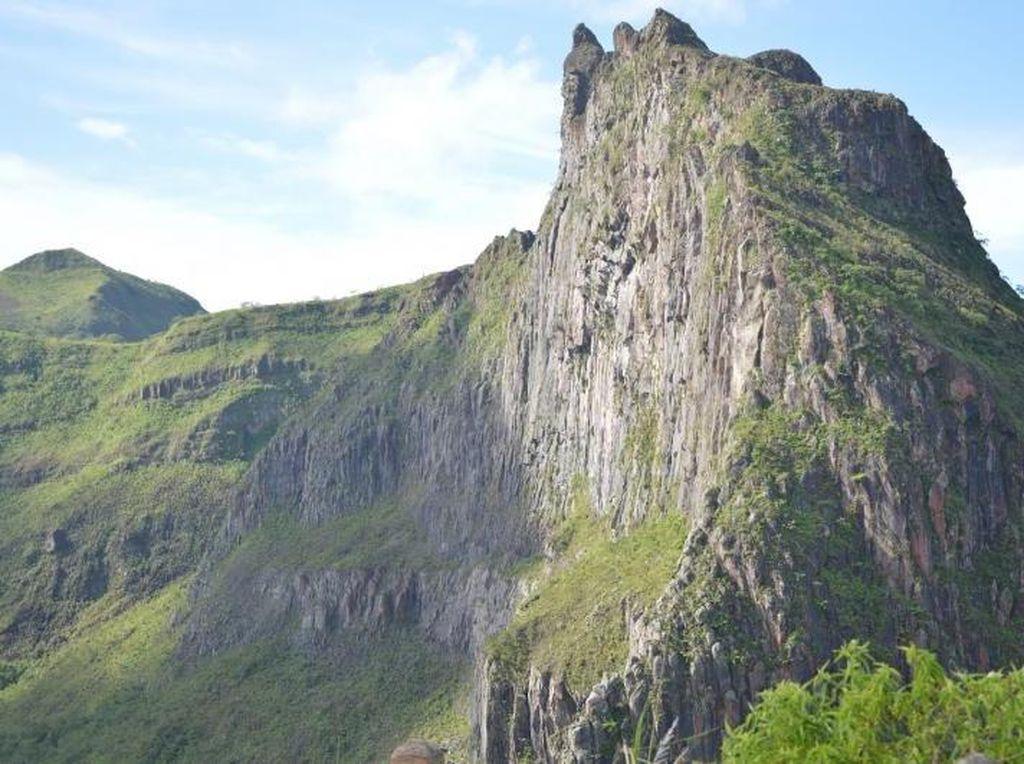 Panjat Tebing Seru di Gunung Kelud, Bisa!