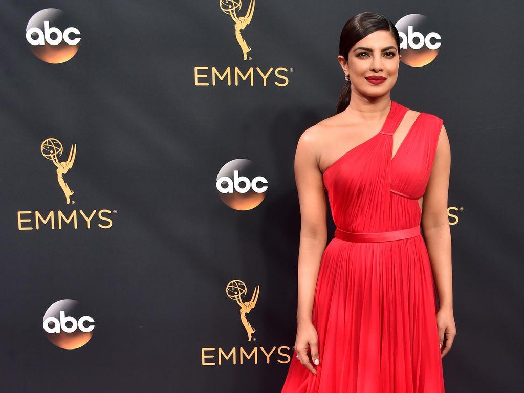 Priyanka Chopra dan 6 Selebriti Berbusana Terbaik di Emmy Awards 2016