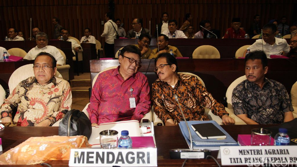 3 Menteri Raker dengan Komisi II