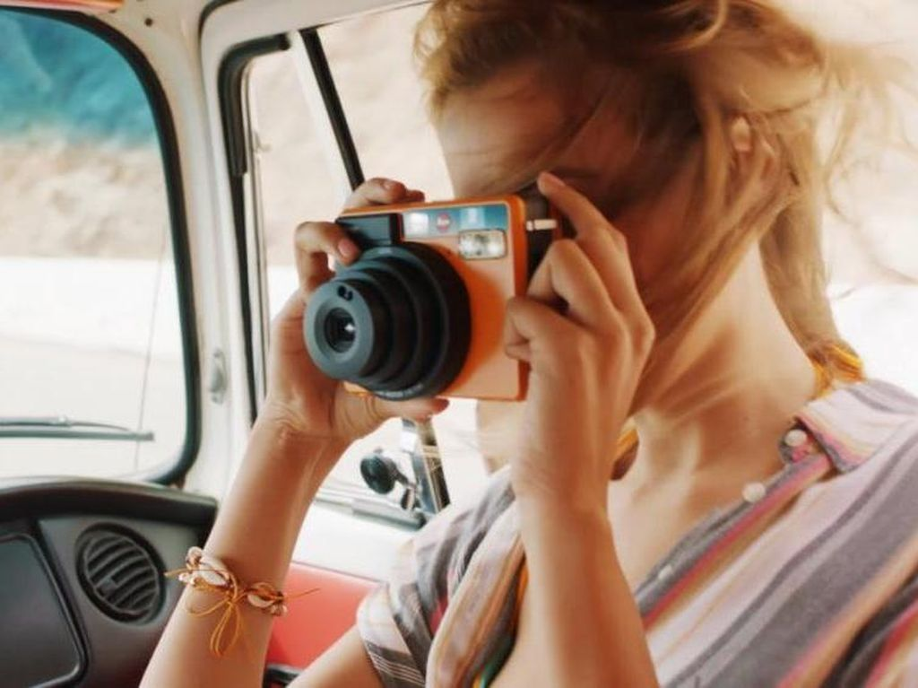 Sofort, Kamera Instan Leica Rp 3,9 Juta