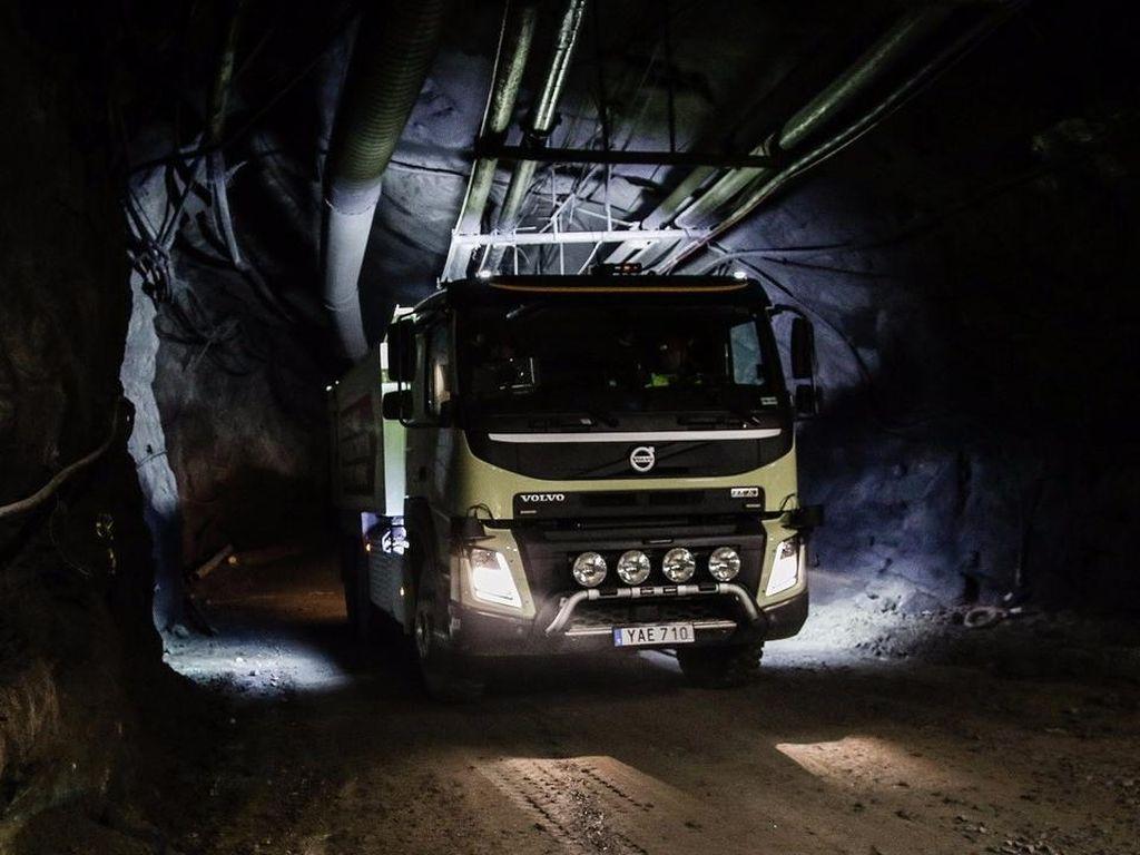 Truk Otonom Volvo Jalan Sendiri di Terowongan Tambang