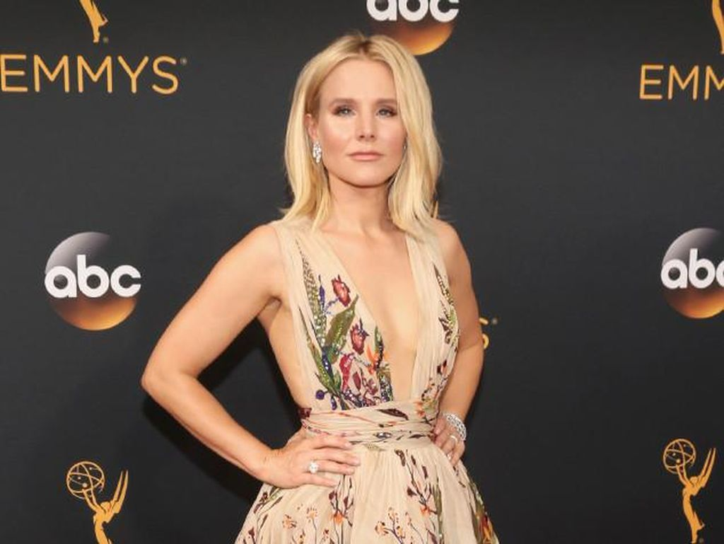 Kristen Bell Pakai Parfum Murah Meriah Seharga Rp 50 Ribuan di Emmy Awards