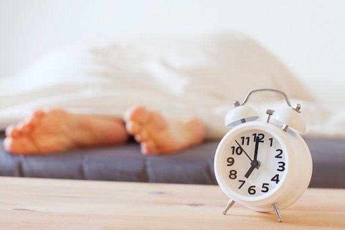 Tidurlah satu jam lebih awal. Para ahli mengatakan bahwa tidur yang kita dapatkan antara bertanggung jawab untuk nutrisi dan regenerasi, itulah sebabnya mengapa kamu harus tidur yang cukup. Foto: Thinkstock