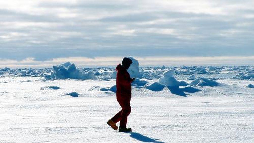 Pria Irlandia Pecahkan Rekor Berlari di Kutub Selatan