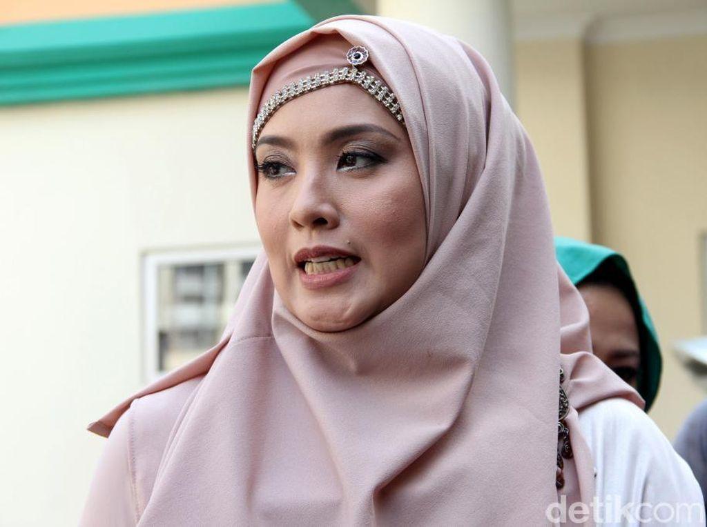 Elma Theana Mengaku Tak Tahu Soal Pelecehan Anak oleh Gatot Brajamusti