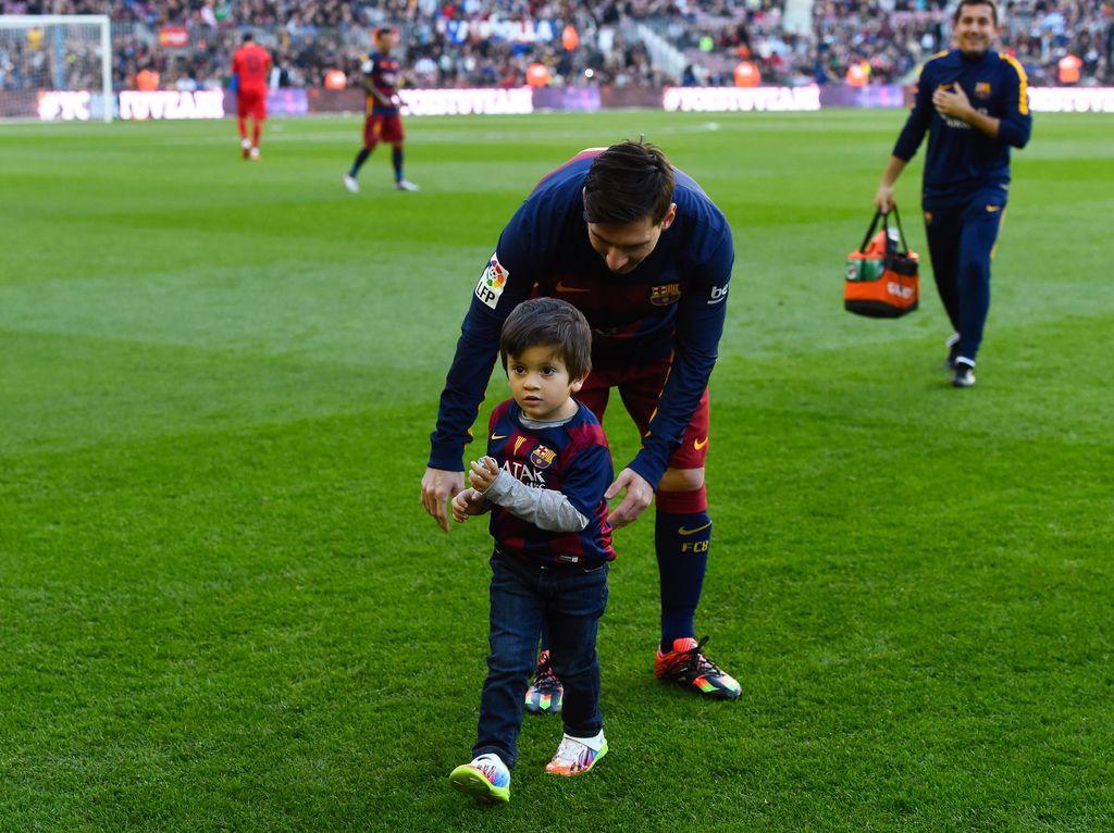 Anak Messi Mulai Cetak Gol untuk Barcelona, Pesaing Ronaldo Junior?