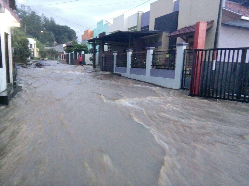 Banjir Bandang di Garut: 6 Kecamatan Jadi Korban, Rumah Banyak yang Terendam