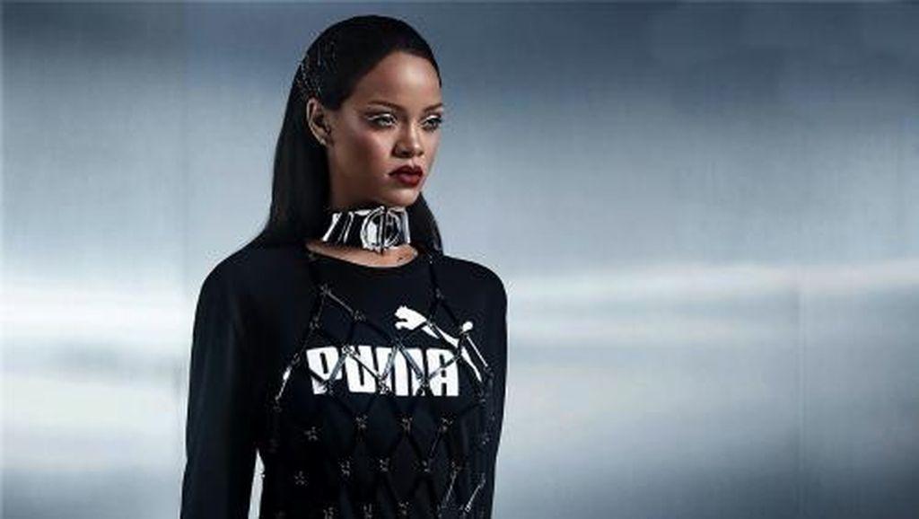 Baru Dijual, Sneakers Rancangan Rihanna Habis Dalam 1 Jam