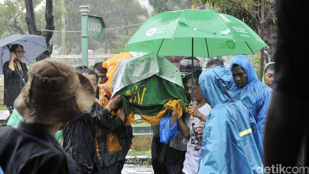 Hujan di Pemakaman Shinta Muin, Robby Abbas Bongkar Tarif