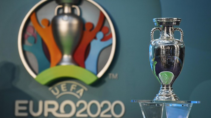Britain Football Soccer - UEFA EURO 2020 Launch Event - London City Hall - 21/9/16 The UEFA EURO 2020 logo on display with the European Championship trophy during the launch Action Images via Reuters / Tony OBrien Livepic EDITORIAL USE ONLY.
