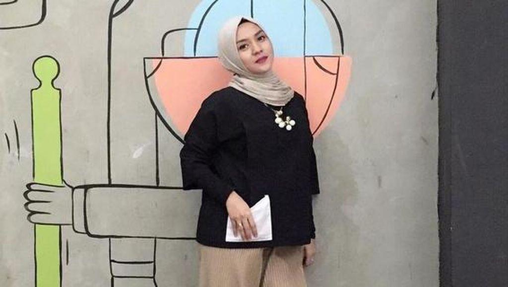 Foto: Gaya Hijab Saat Hamil Besar Ala Enno Lerian