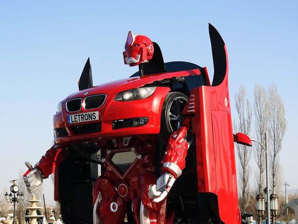 Wah, Mobil BMW Ini Bisa Berubah Menjadi Transformers