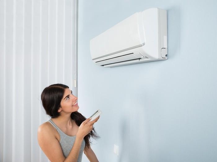 6 Tips Mencegah Kulit Terhindar dari Dampak Sering Kena AC