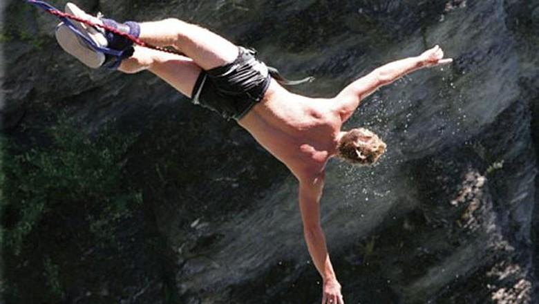 Ilustrasi bungee jumping (Thinsktock)