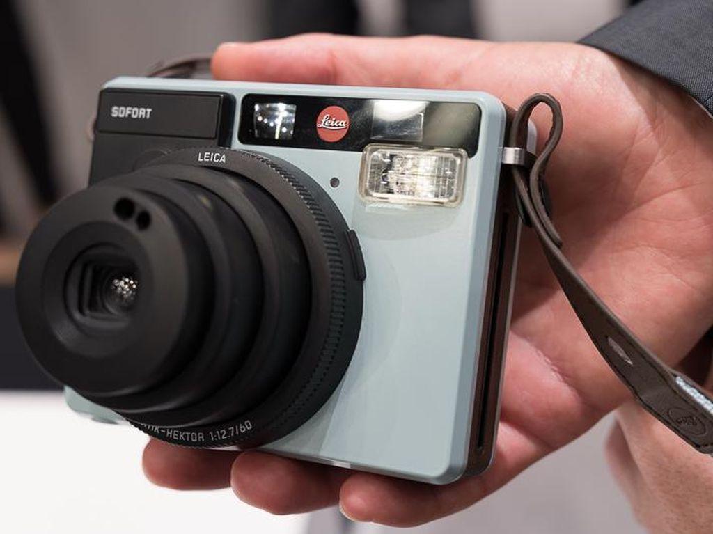 Mengulik Kamera Cetak Instan Leica Sofort