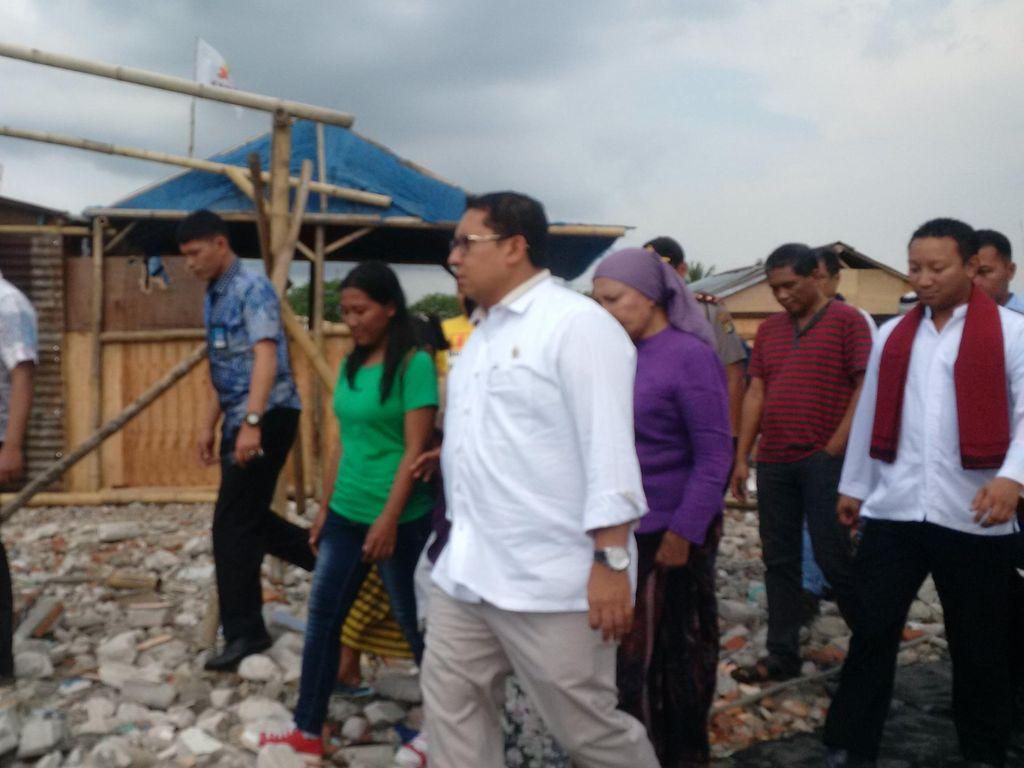 Fadli Zon Kunjungi Korban Penggusuran Kampung Akuarium Penjaringan