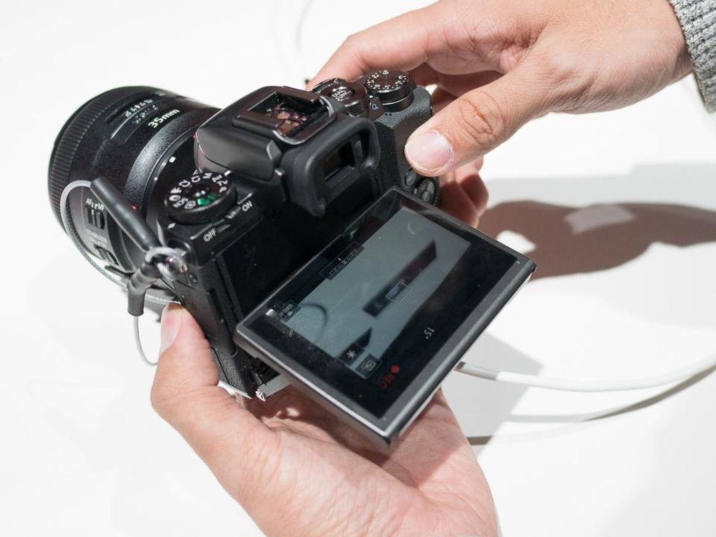Canon EOS M5: Auto Fokusnya Cepat Bereaksi