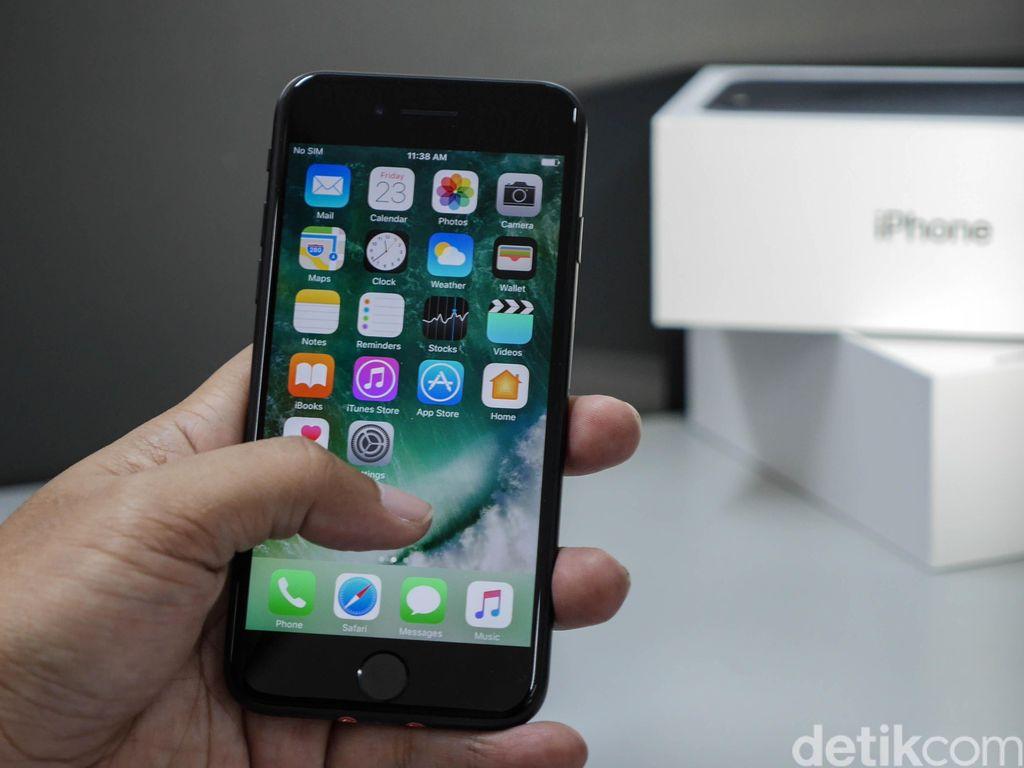 Apple Taklukkan Samsung di Musim Liburan