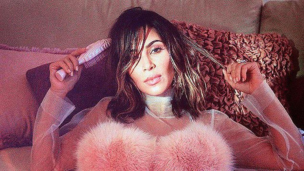 Penampilan Kim Kardashian yang Jarang Terlihat Publik di Majalah Wonderland