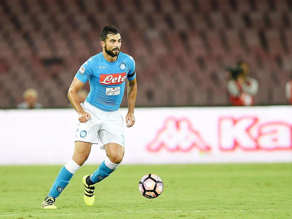 Napoli Perpanjang Kontrak Raul Albiol