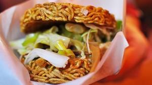 Sushi Ketiak hingga Burger Lalat, Makanan Aneh yang Jadi Tren di Dunia (2)