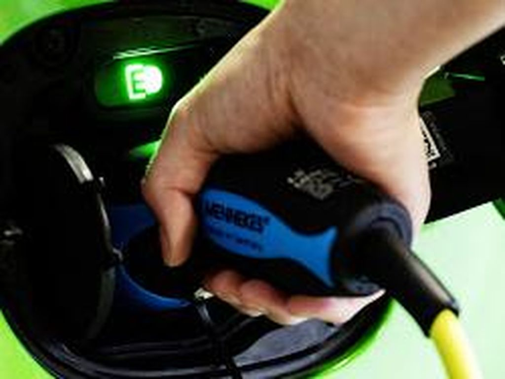RI Mau Kuasai Industri Baterai Kendaraan Listrik Global 2025