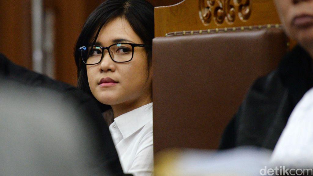 Ruang Sidang Riuh Saat Jaksa Shandy Korek Masa Lalu Percintaan Jessica