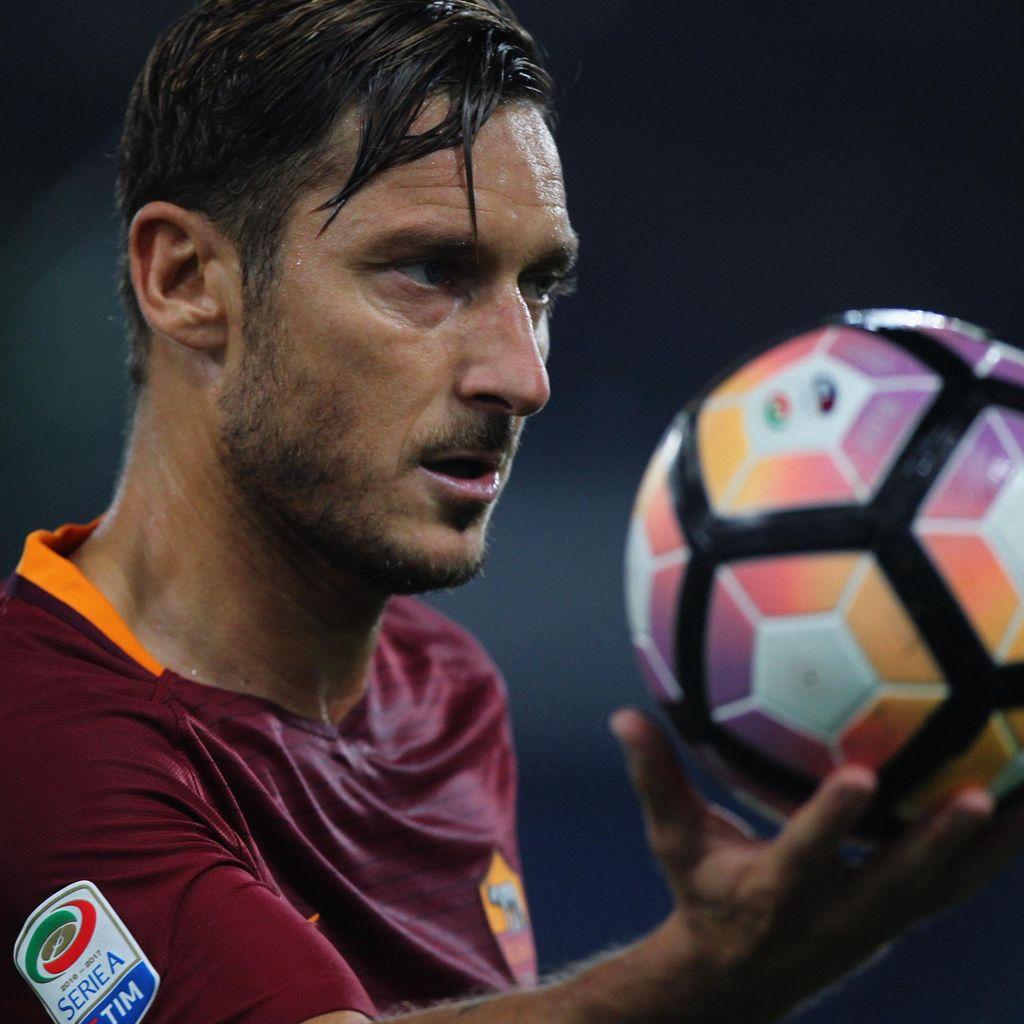 Mau Lanjut Main atau Pensiun, Totti?
