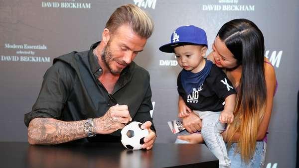 Ramahnya David Beckham Layani Para Fans