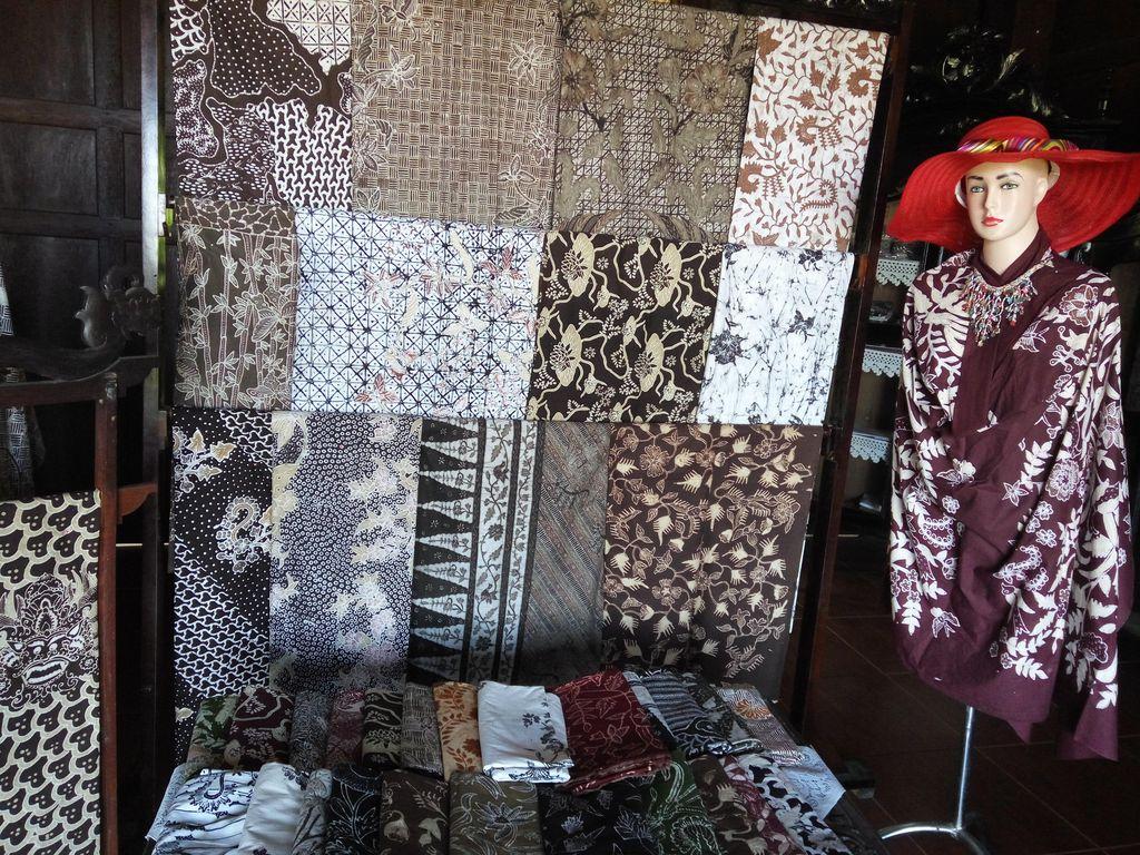 Wisata Oleh-oleh Batik dan Kopi Banyuwangi Ala Iriana Jokowi