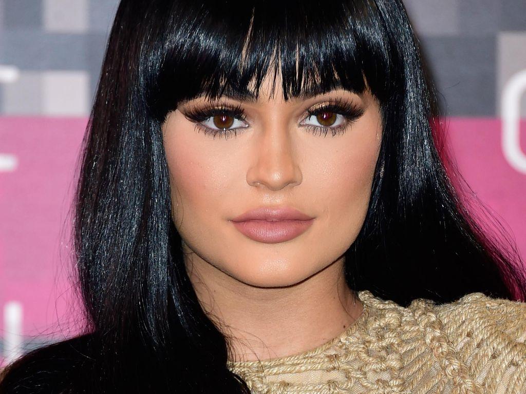 Kylie Jenner Baca Kepribadian Kim Kardashian dan Kendall Melalui Bentuk Alis