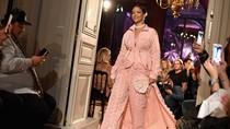 Sneakers Rancangan Rihanna Terpilih Menjadi Sepatu Tahun Ini