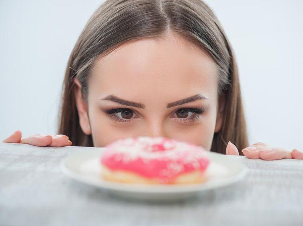 Ini 10 Hal yang Akan Anda Alami Jika Sering Konsumsi Makanan Manis (1)