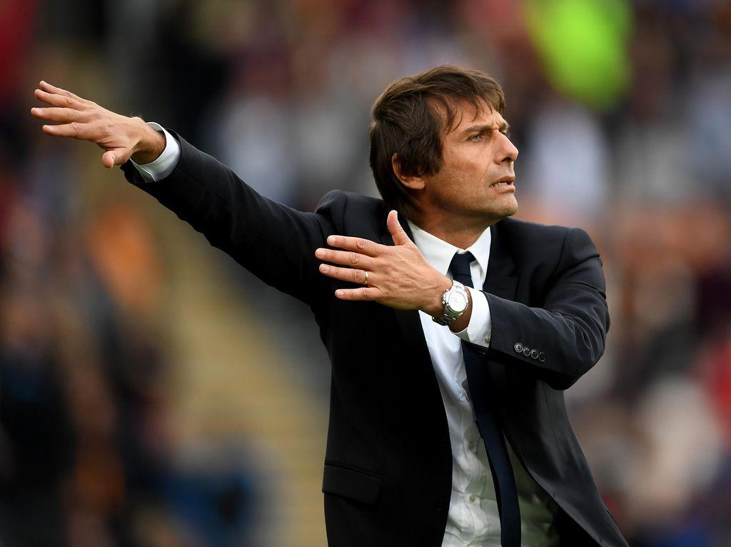 Peringatan dan Dukungan Ultras Inter kepada Conte