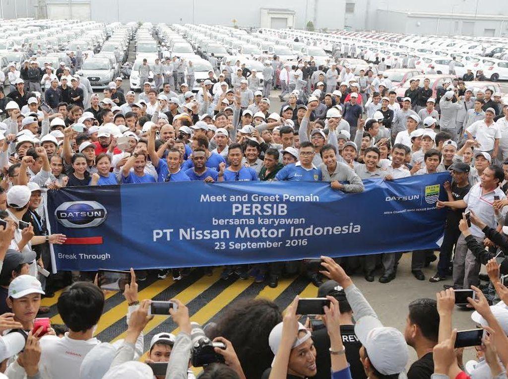 Persib Sambangi Pabrik Nissan-Datsun