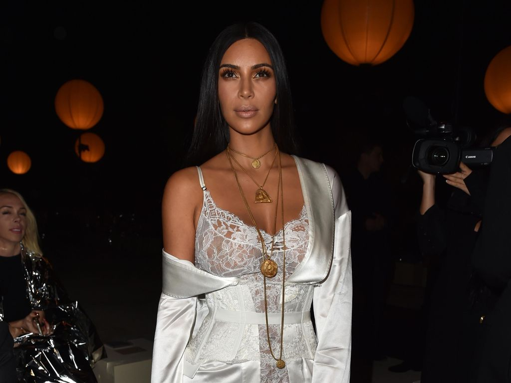 Baru Rilis, Baju Halloween Terinspirasi Perampokan Kim Kardashian Diprotes