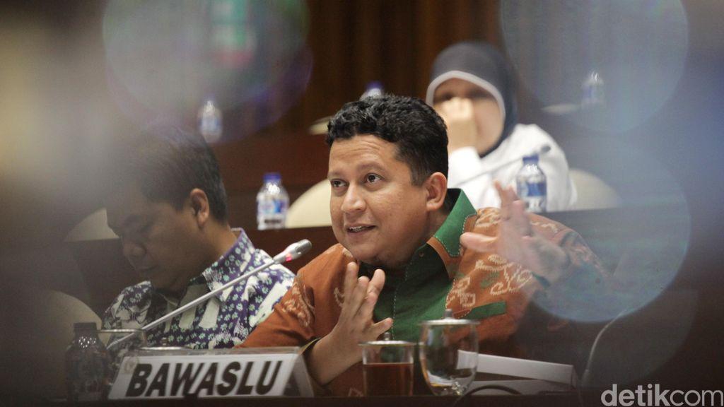Bawaslu dan KPU Rapat Dengar Pendapat Dengan Komisi II