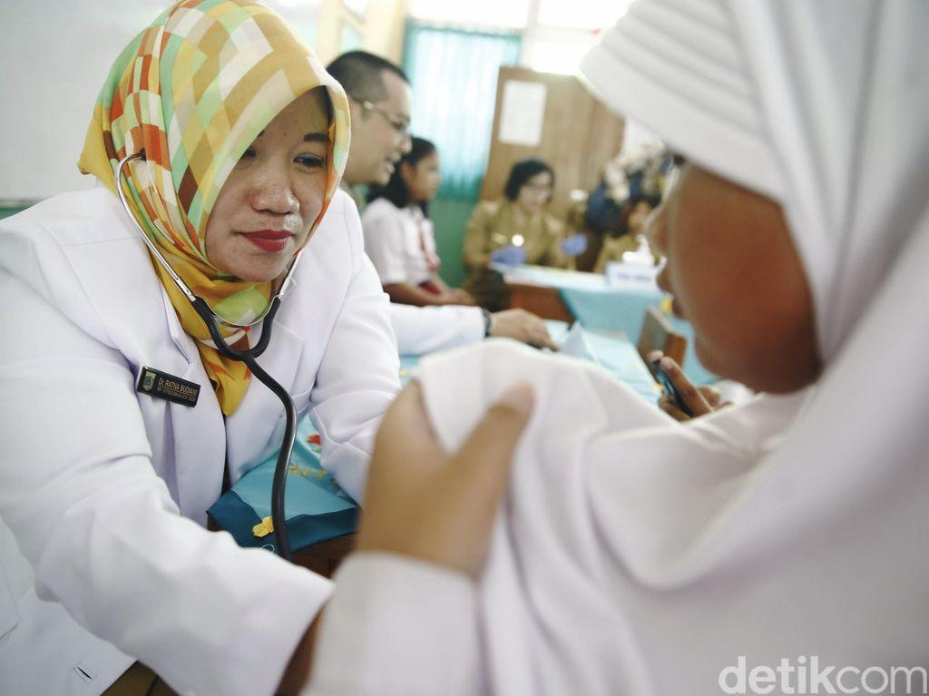 Siswi SMP Dikabarkan Lumpuh Usai Vaksin MR, Ini Imbauan Dokter